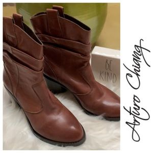 Arturo Chaing leather boots